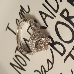 Jewelry - Gorgeous Engagement Ring